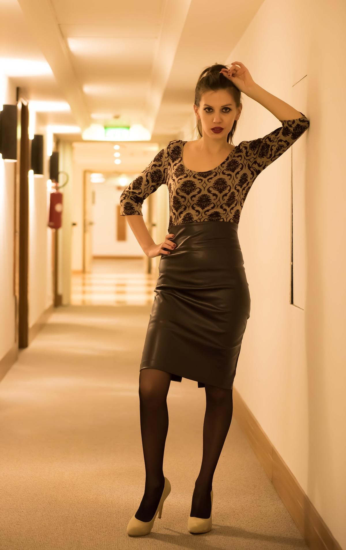 MY OUTFIT  Rochie cu fusta din piele. Ținută elegantă de birou