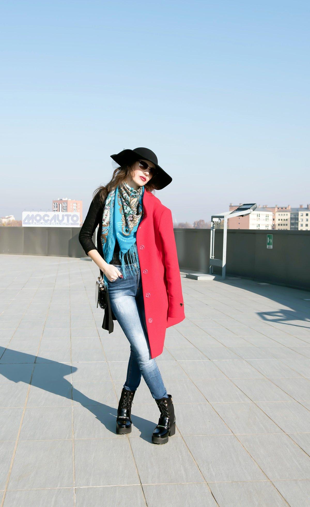 MY OUTFIT  Ținută casual: haină roșie și pălărie neagră