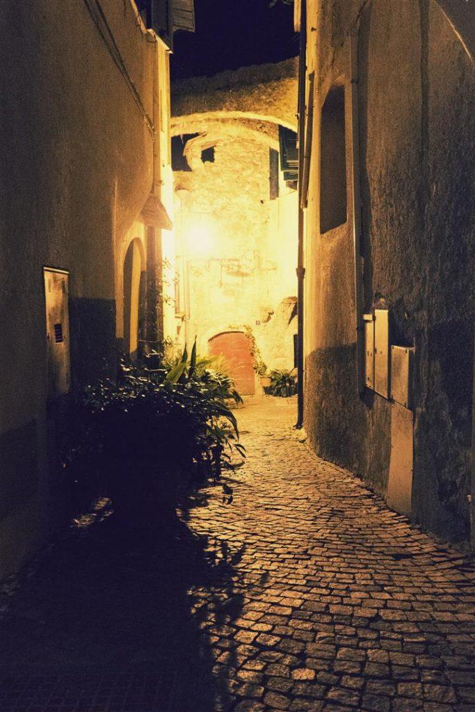 Trips Uncategorized @ro  Zuccarello: Nopți de vară cu farmece