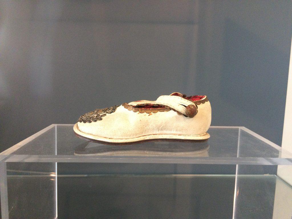 """Fashion  Muzeul internațional de încălțăminte """"Pietro Bertolini"""""""