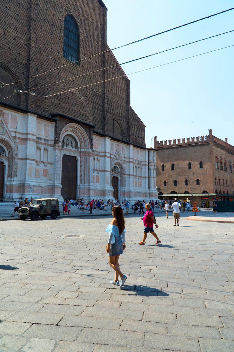 Trips  Descoperă Italia: Ce să vezi într-o zi în Bologna